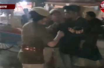 इटावा महोत्सव में मौज मस्ती कर रहे मजनू चढ़े पुलिस के हत्थे, देखें वीडियो