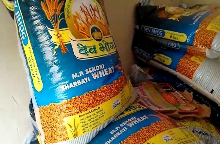 बाजार से कम रेट पर ये बीजेपी नेता बेच रहे गेहूं का बीज, किसानों की लगी कतार