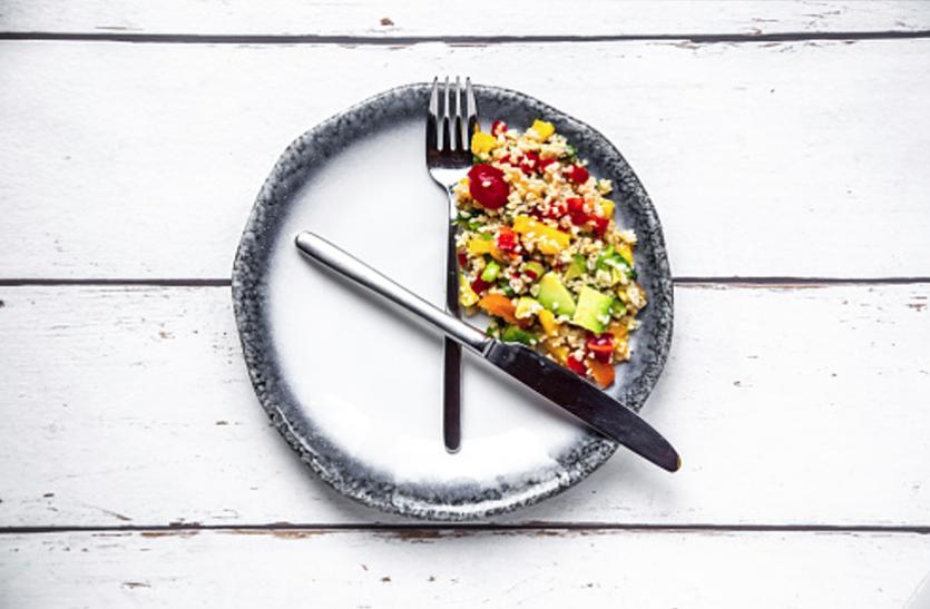 फिट रहना है ताे आठ घंटे खाएं, 16 घंटे करें उपवास