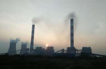 सिंगाजी ताप परियोजना की चारों चिमनियों से निकला धुआं