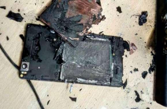 मोबाइल चार्ज करते वक्त अचानक फटी बैटरी, 10 साल का बालक आया चपेट में...