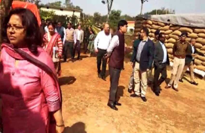 किसानों की नाराजगी से सरकार अलर्ट, मुख्य सचिव ने बस्तर के धान खरीदी केन्द्रों का लिया जायजा