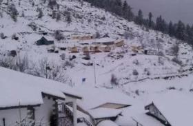 मौसम की मार झेल रहा उत्तराखंड, दर्जनों गांवों से कटा संपर्क