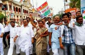कैब के विरोध में सड़क पर उतरे कांग्रेसी, पुलिस से छात्रों को पिटवा रही बीजेपी