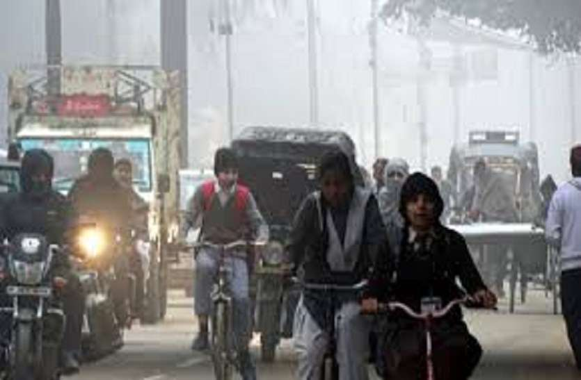 weather report : एक रात में 3.7 डिग्री लुढ़का पारा, धूप में भी छूटी कंपकंपी