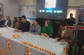 प्रभारी मंत्री ने प्रदेश की उपलब्धि गिनाई, जिले के सवालों पर निरुत्तर दिखीं