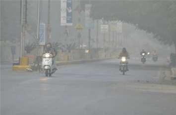 अरब सागर और बंगाल की खाड़ी की बर्फीली हवाओं ने ठिठुरा शहर