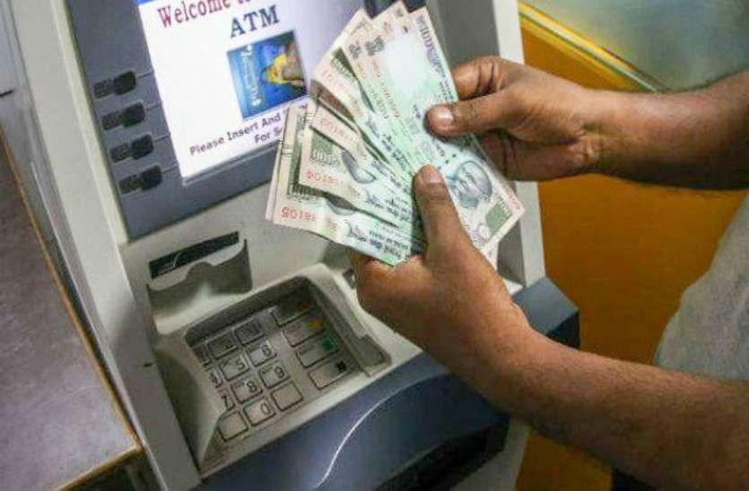 ATM: एटीएम तोडकऱ रुपए निकालने की फिराक में थे चोर