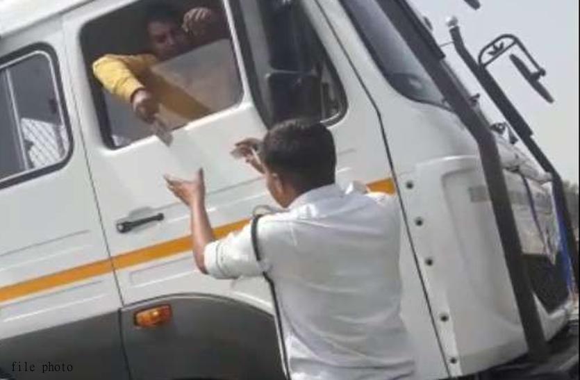 ट्रकों को जबरन रुकवा, कर रहे थे अवैध वसूली, पांच पुलिसकर्मी निलंबित