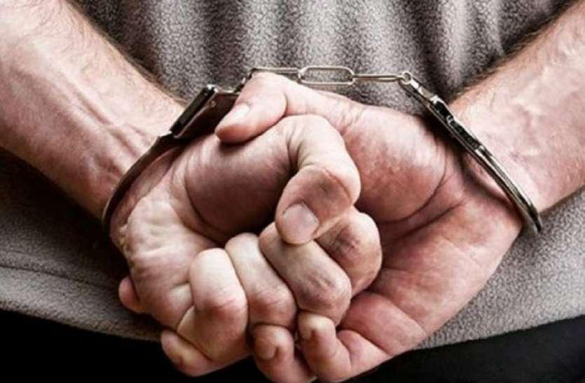 मुम्बई पुलिस फ्लाइट से आई और एयरपोर्ट से ही जयपुर के युवक को  गिरफ्तार कर ले गई