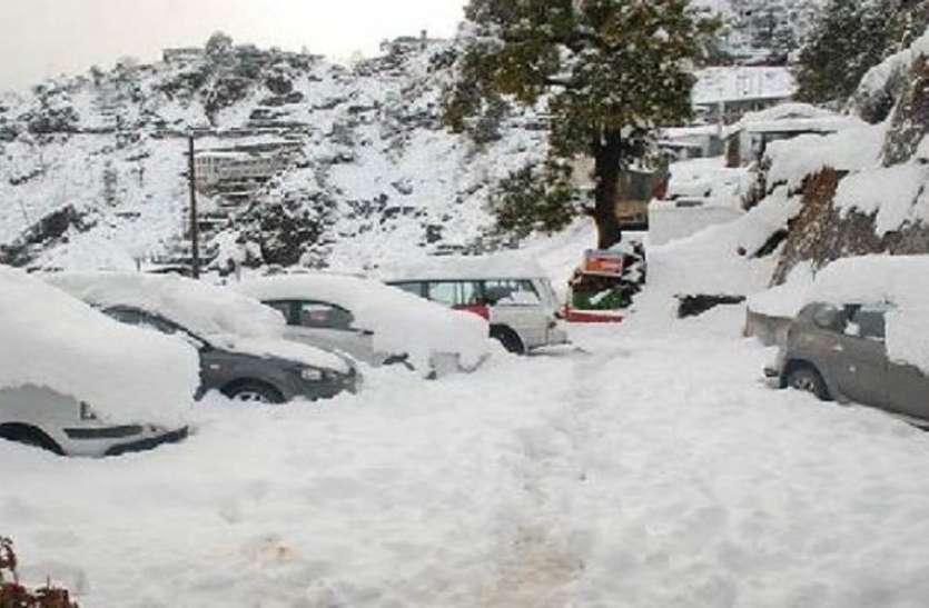 हिमाचल में बर्फबारी का आनंद लेना है तो छुट्टियां बढ़ाइए