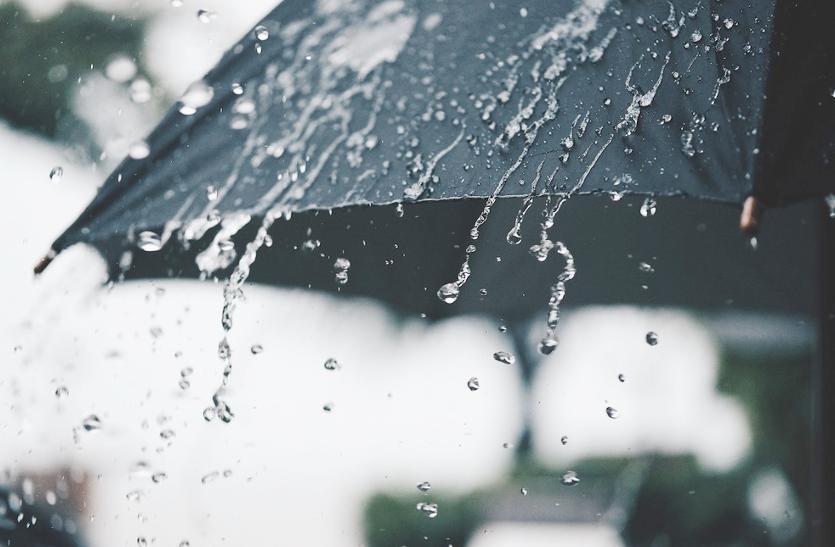 Weather Update: दिन में तेज धूप खिलने से लोगों को मिली ठंड से राहत, शनिवार को बारिश और ओलों की चेतावनी