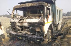 झारखंड में नक्सलियों का तांडव, वाहनों को किया आग के हवाले