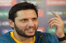 बेटी को आरती करते देख इस पाकिस्तानी क्रिकेटर ने तोड़ दिया घर का टीवी, इस डायरेक्टर ने सबके सामने लगाई लताड़...