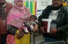 दूधमुंही बच्ची की जान बचाने के लिये मां सर्दी में ठिठुरकर मर गयी