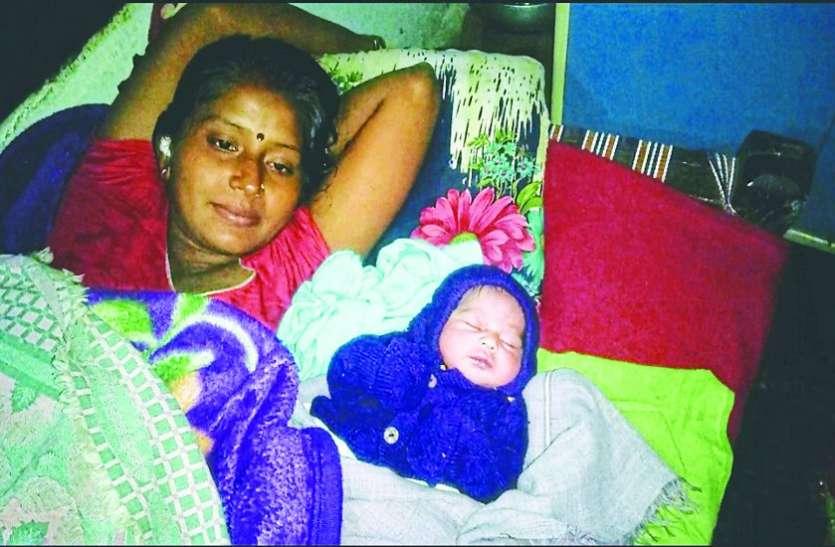 गर्भवती को अस्पताल से कर दिया डिस्चार्ज, एक घंटे बाद घर में हो गई डिलीवरी