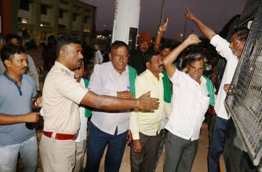 प्रधानमंत्री को काले झंडे दिखाने जा रहे किसान गिरफ्तार