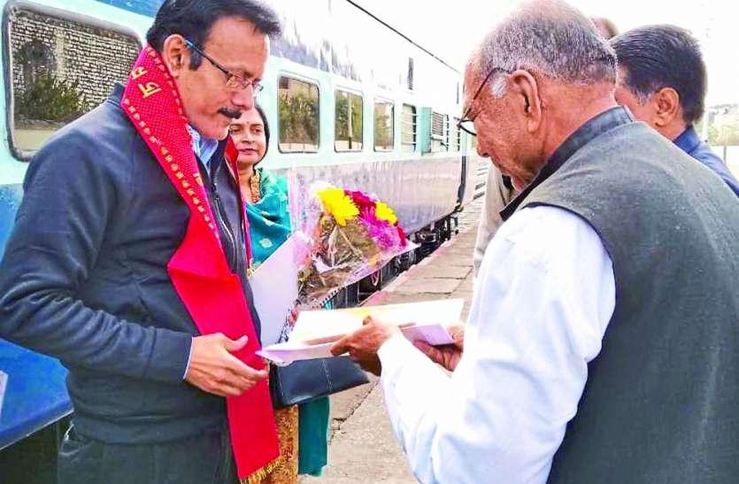 रेल विद्युतीकरण के घटिया कार्य को देखकर DRM ने जताई नाराजगी, व्यवस्थाएं जांच कर दिए आवश्यक निर्देश