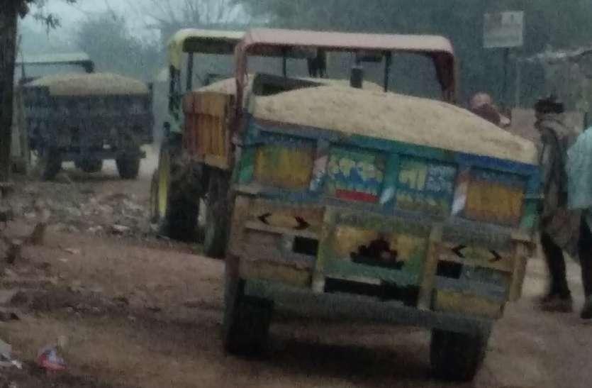बूंदी जिले में बेखौफ हुए बजरी माफिया, आमजन की कट रही जैब