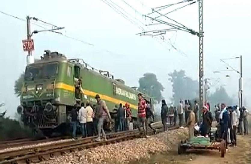 कैलादेवी स्टेशन पर शंटिंग कर रहा इंजन पटरी से उतरा, तीन निलंबित