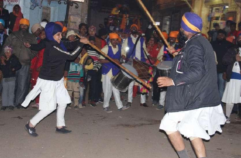 गुरुगोविंद सिंह के 353वें प्रकाश उत्सव पर निकाला नगर कीर्तन