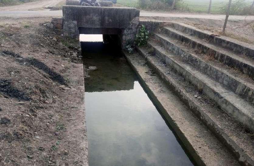 टेल क्षेत्र में नहीं पहुंचा पानी, किसानों को हो रही परेशानी