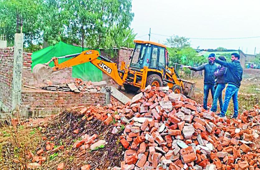 Action: कुशमौदा में 20 मकान तोड़े तीन बीघा जमीन मुक्त कराई