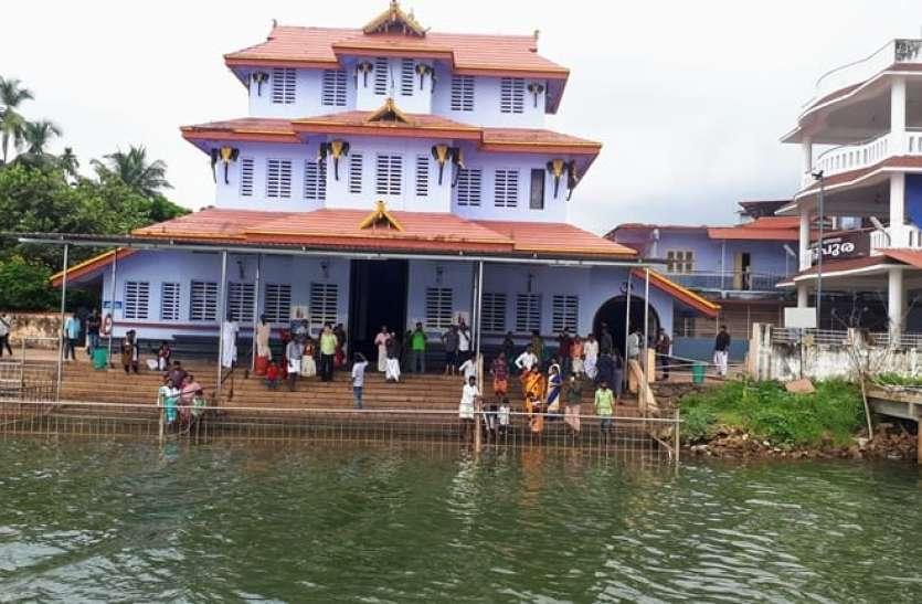 इस मंदिर में प्रसाद के रुप में मिलती है चाय, दर्शन के लिये आते हैं हजारो भक्त