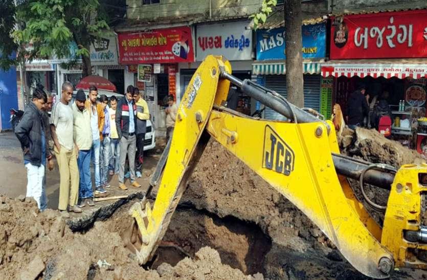 Ahmedabad News : राजकोट के वार्ड संख्या 2 में पानी की पाइप लाइन में रिसाव