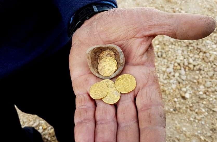 इजरायल में मिली 1200 साल पुरानी गुल्लक, खुदाई में निकले सोने के सिक्के
