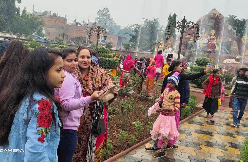 पूजा अर्चना के साथ हुई नए वर्ष की शुरूआत, दिन भर चलता रहा बधाइयों का दौर