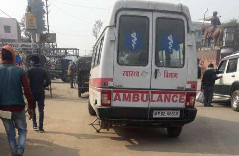मरीज को लेकर आ रही 108 एंबुलेंस रास्ते में हो गई खराब, कंडम वाहनों के हवाले मरीजों की जान