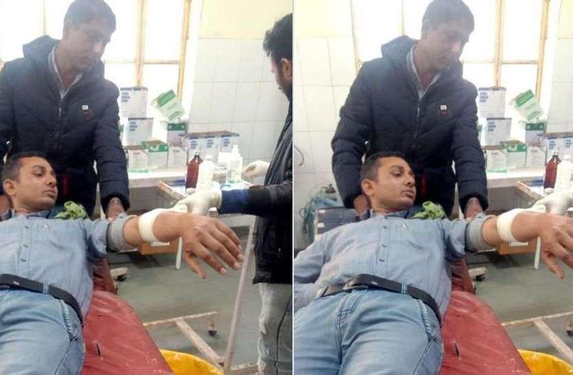 मीटर रीडिंग जांचने गए विद्युतकर्मी पर सरिए से हमला, अस्पताल में भर्ती