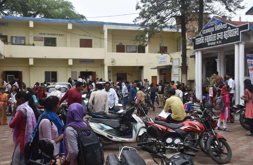 College: इस परिणाम से नाखुश कॉलेज छात्राओं ने मुख्यमंत्री से लगाई गुहार