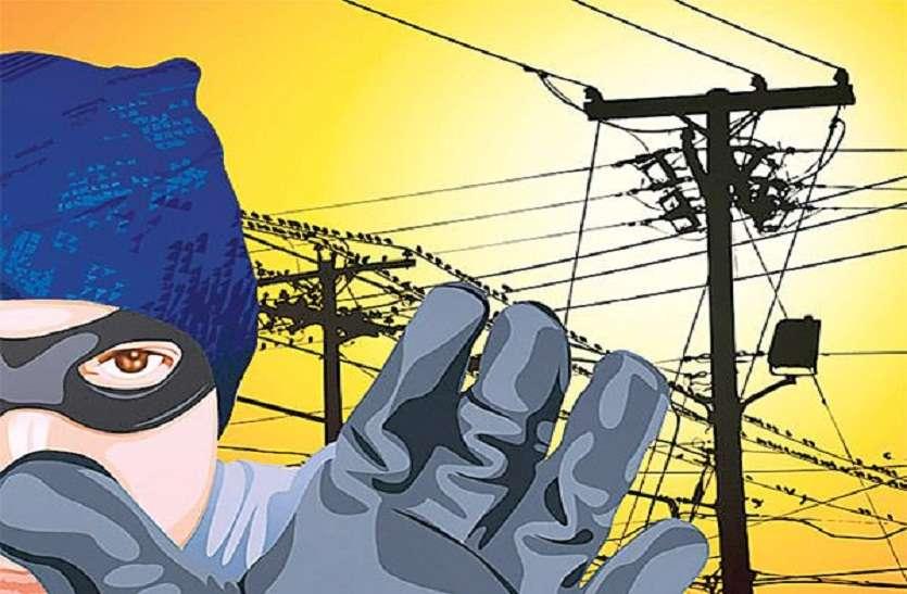 चीफ इंजीनियर, एसई और प्रिंसीपल कर रहे थे बिजली चोरी, मंत्री ने पकड़ा