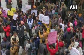 JNU Attack: पंजाब यूनिवर्सिटी में हंगामा,  'बेटी बचाओ' के जवाब में लगे 'BJP-RSS-ABVP' मुर्दाबाद के नारे