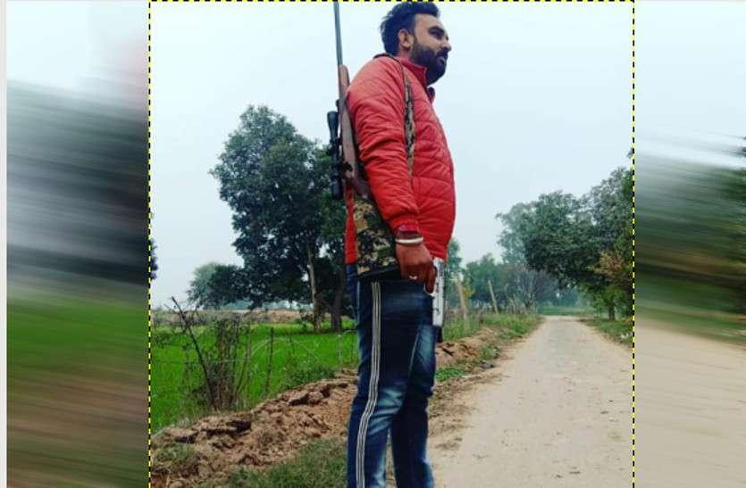 युवक ने हथियार समेत फोटो सोशल मीडिया पर किया अपलोड, पुलिस तक पहुंची खबर तो...