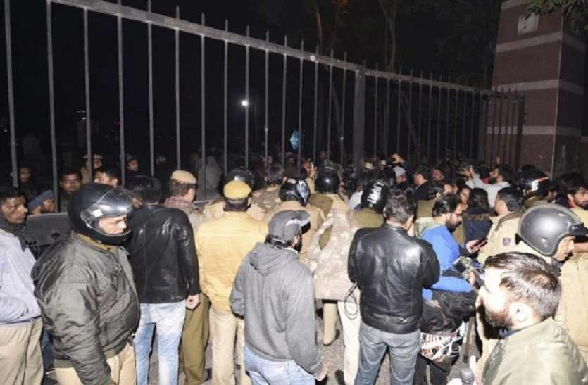 जेएनयू की सुरक्षा पर शिक्षकों ने उठाए सवाल, कहा- प्रशासन की मिलीभगत से हुई हिंसा