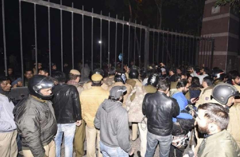JNU Violence : छात्रों का परीक्षा में बैठने से इनकार
