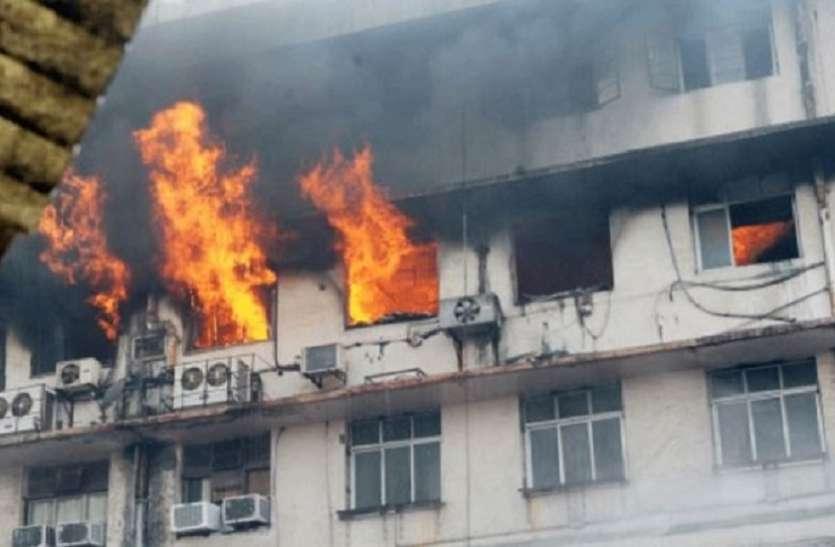 Mumbai Kamathipura Fire : कमाठीपुरा में अवैध फैक्टरियों से कैसे विकराल हो गई आग, पांच घायल