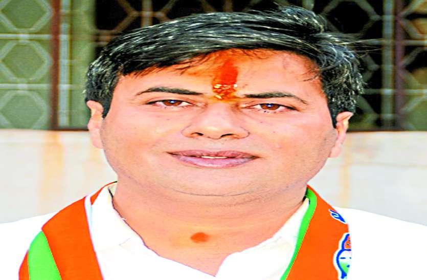 दुर्ग का सियासी ड्रामा खत्म, कांग्रेस ने धीरज को बनाया मेयर प्रत्याशी, भाजपा से नरेंद्र मैदान में