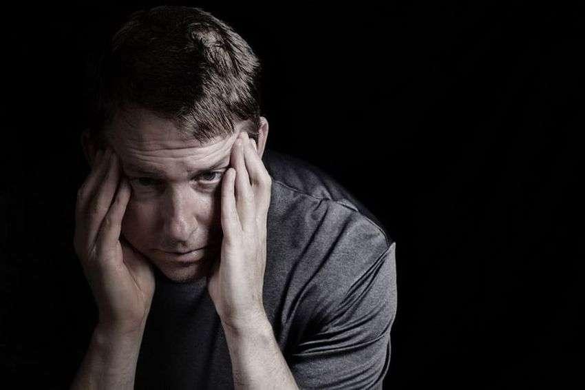 शोध कहते हैं की गरीबी से उपजे अवसाद महिलाओं की तुलना में पुरुषों को अधिक प्रभावित करता है