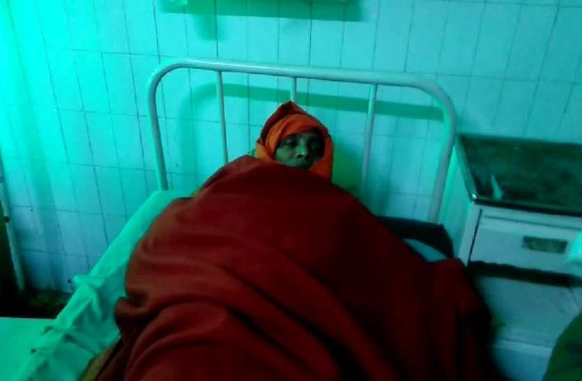 पुलिस ने नहीं की कार्रवाई तो दंपत्ति ने खाया ज़हर, गंभीर हालत में भेजा गया अस्पताल