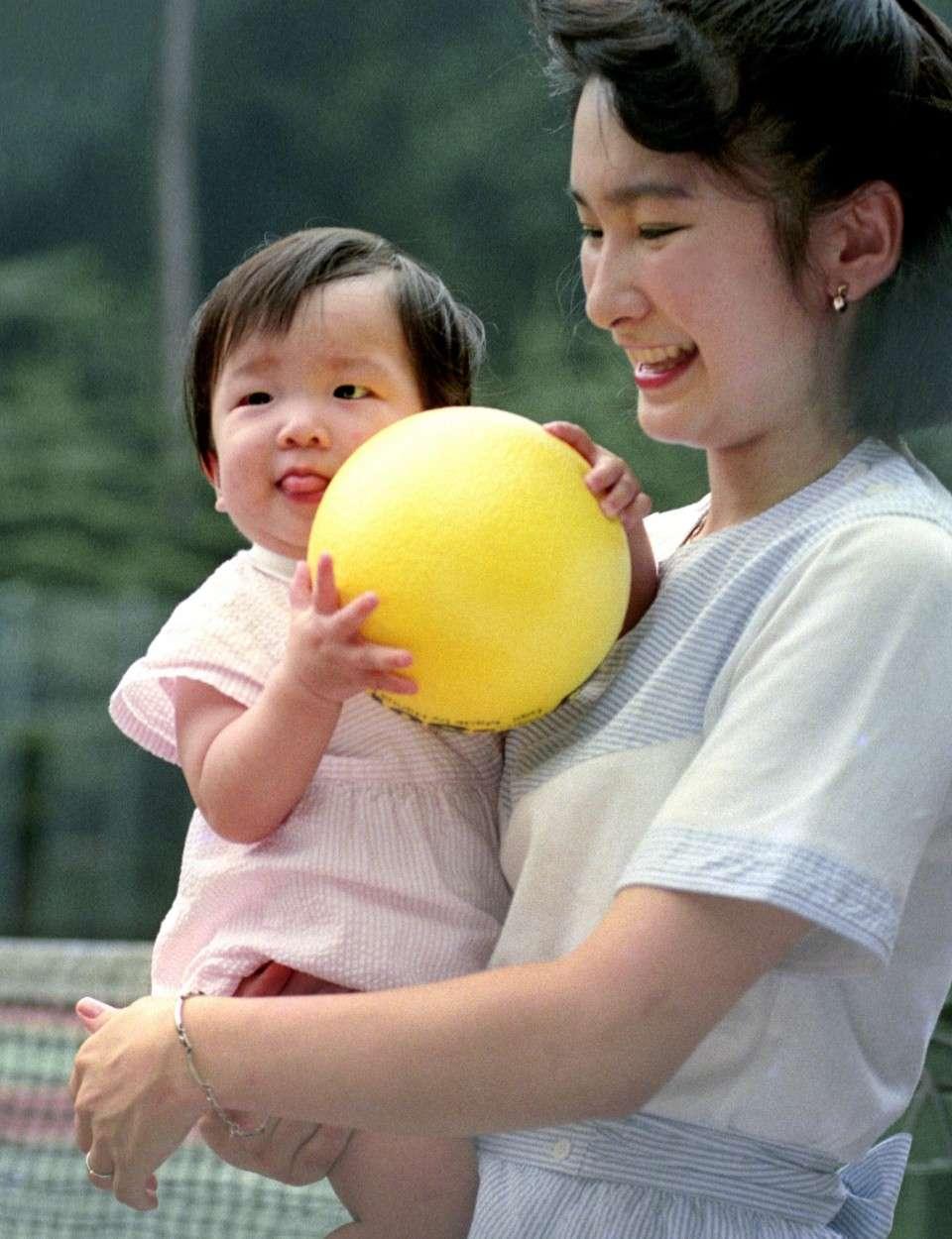 परवरिश की चुनौतियों के चलते मां-बाप बनने से गुरेज