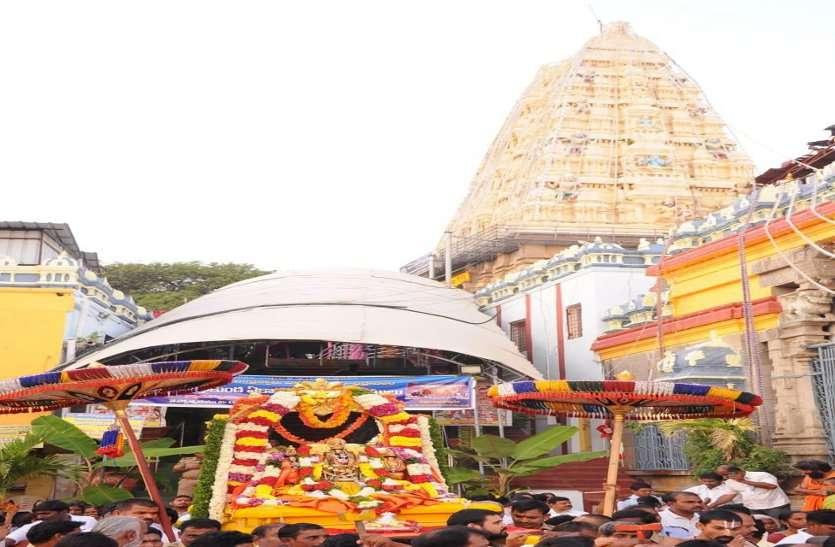 सुकमा जिले के सीमावर्ती तेलंगाना में इन दिनों बैकुंठ एकादशी मनाया जा रहा है।