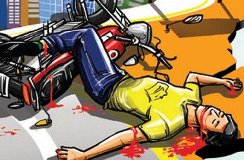 जिलाबदर आरोपी की बाइक डिवाइडर से टकराई, पीछे बैठे युवक की मौत