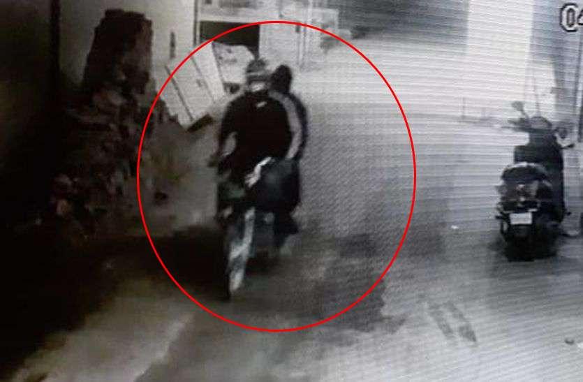 गलियों की खाक छानती रही पुलिस, चंद मिनट में रफू चक्कर हुए हथियारबंद लुटेरे