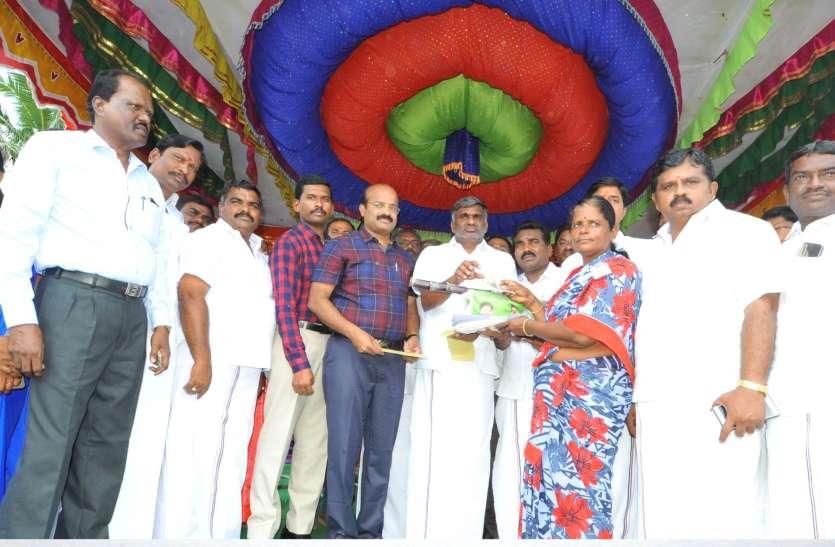 Tamilnadu वेलूर में पोंगल गिफ्ट का वितरण शुरू