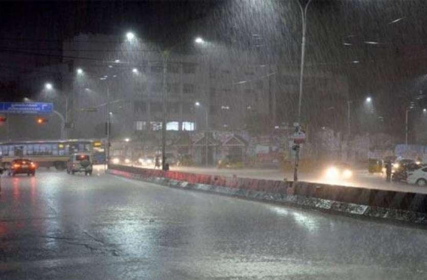 Weather alert मौसम ने ली करवट, बारिश और सर्द हवाओं ने बढ़ाई गलन