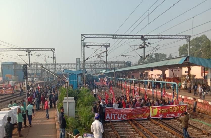 भारत बंद के दौरान रोकी गईं यह प्रमुख ट्रेनें, दिखा व्यापक असर